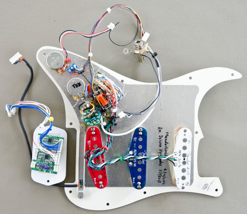 Fender-Roland-GC-1-with-Noiseless-Pickups-and-Deluxe-Wiring.jpg